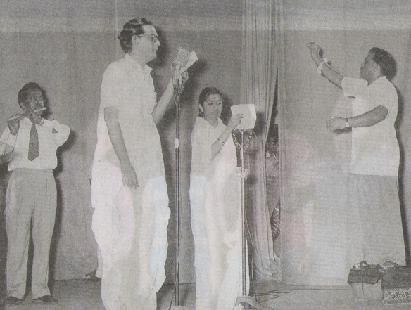 Hemant Kumar recording a song with Lata Mangeshkar