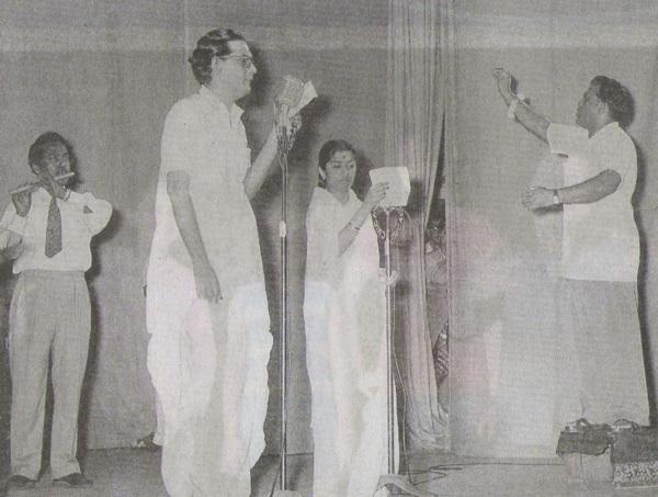 Hemant Kumar recording a song with Lata Mangeshkar