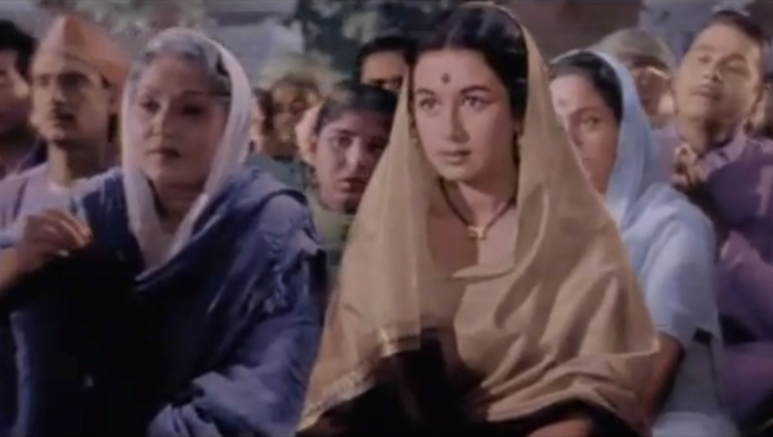 Nanda prays for her husband in the army in Hum Dono (1961).