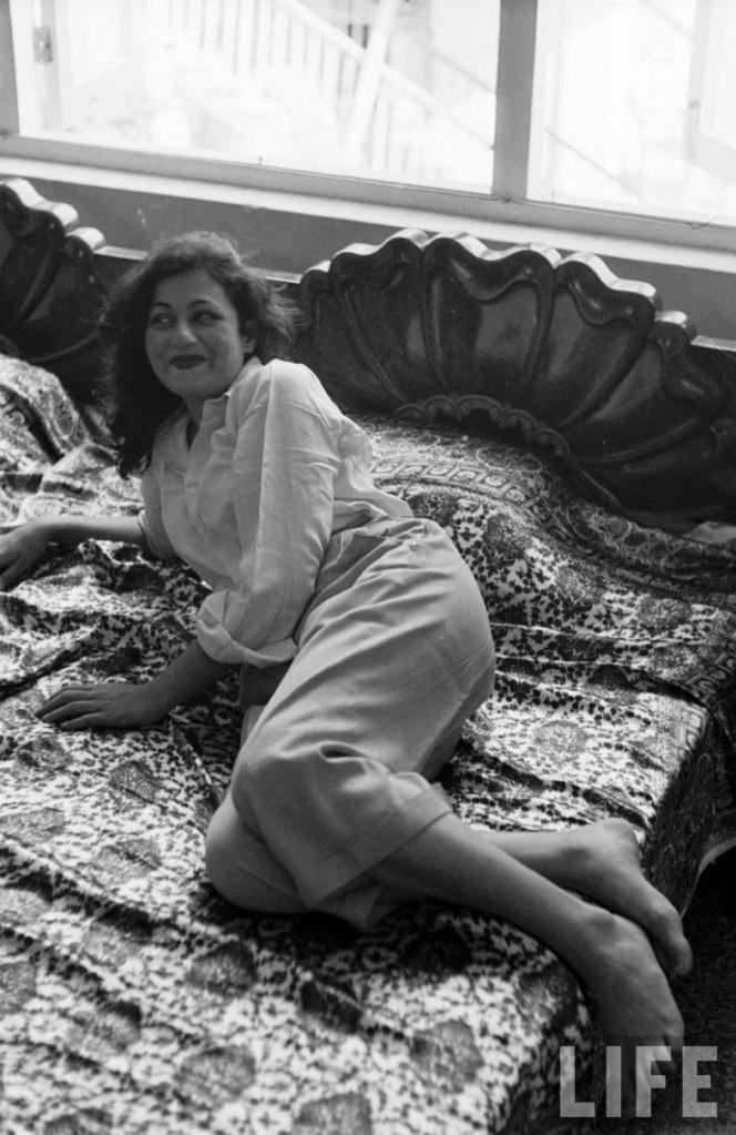 madhubala life magazine bed