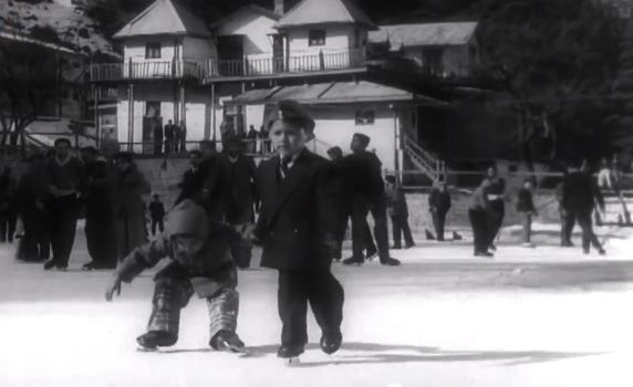 random kids shokh nazar ki bijliyan woh kaun thi ice skating