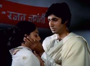Amitabh comforts Jaya tere mere milan abhiman
