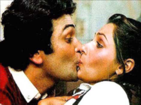 Bobby Rishi Kapoor Dimple kapadia kissing