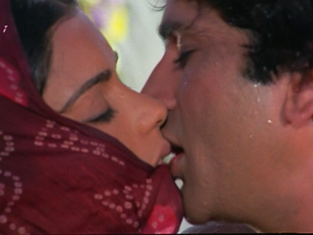 Satyam Shivan Sundaram kiss Shashi Kapoor Zeenat Aman