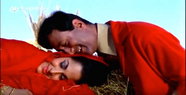 Waheeda and Dev anand cuddle