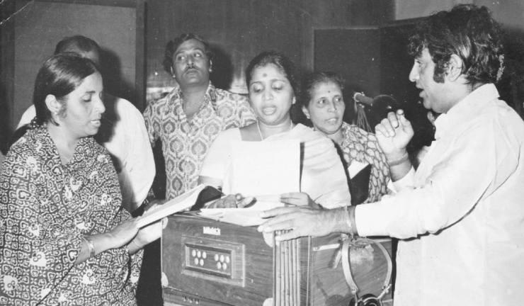 Minoo Purushottam and Asha Bhonsle rehearsing
