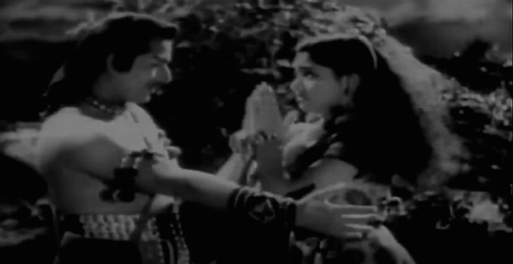 Vijayantimala pleads with Pradeep Kumar in Jadugar Saiyan from Nagin