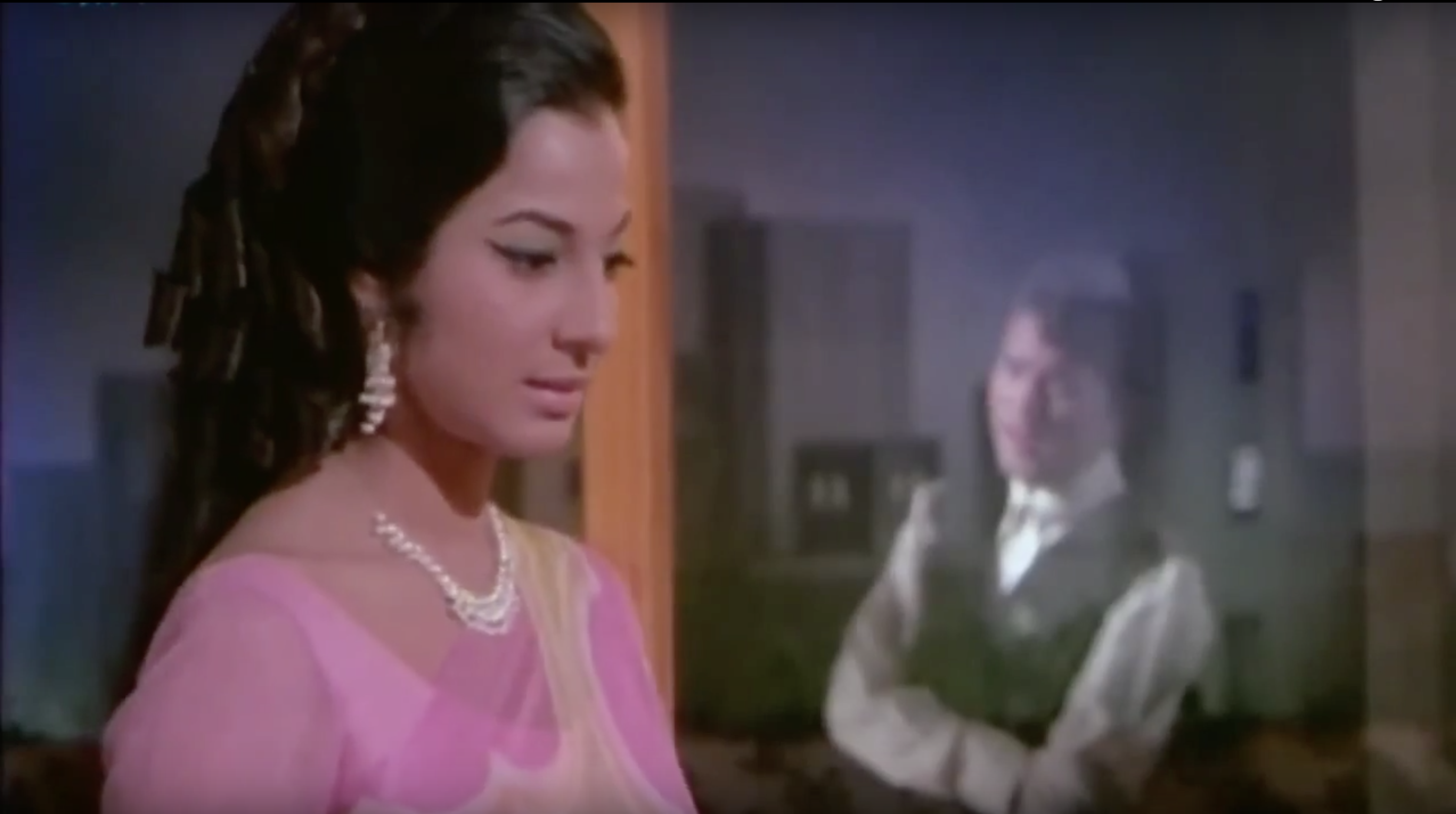 Tanuja and Rajesh Khanna in Mere Jeevan Saathi