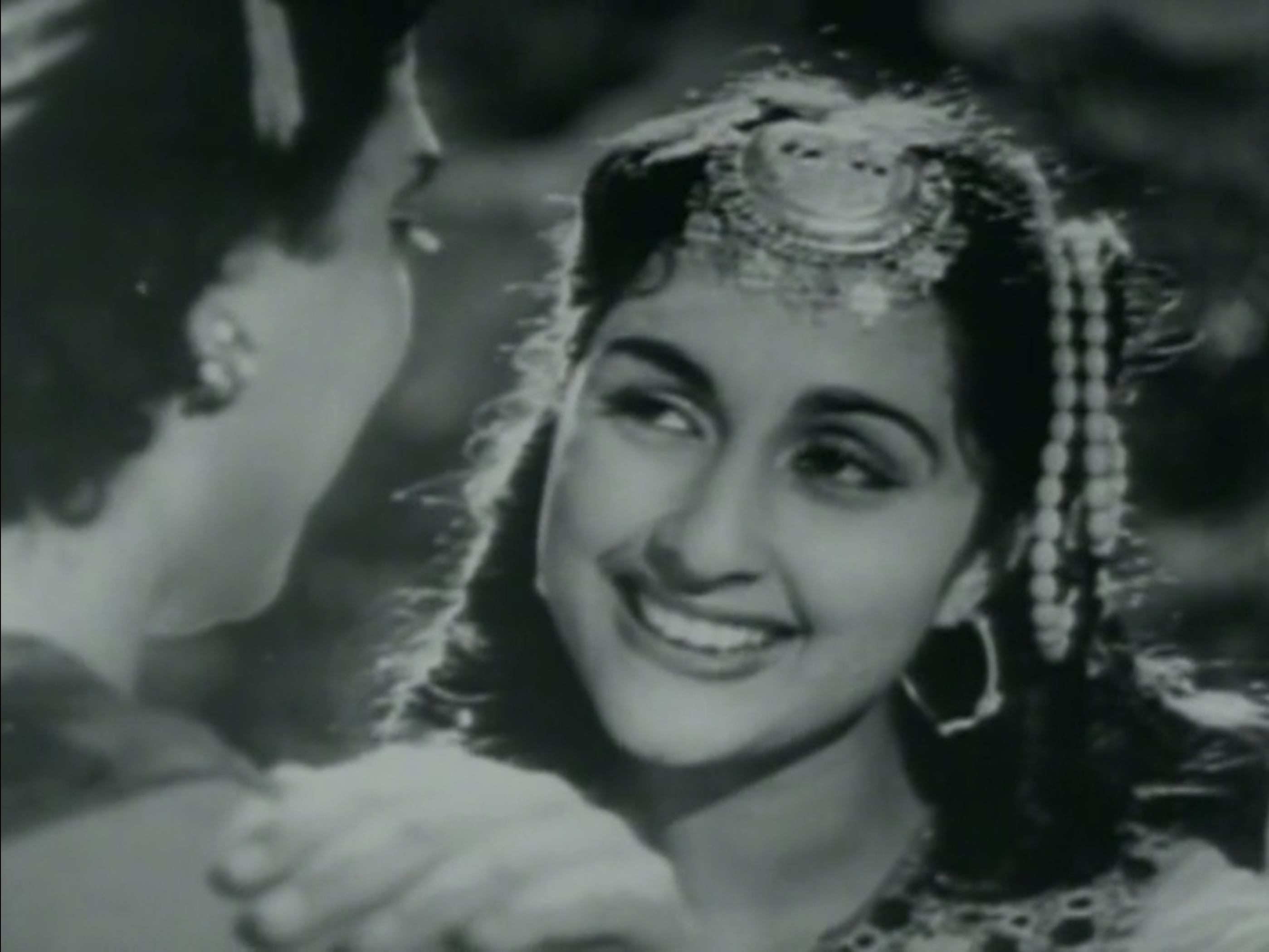 Bina Rai's lovely smile in Anarkali (1953)