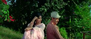 Vijayantimala in Jewel Thief Asman Ke Neeche